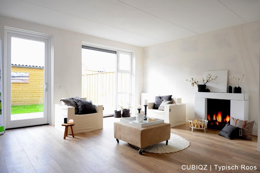 23 . Verkoopstyling met CUBIQZ kartonnen meubels. De kartonnen haard met fotoprint brengt sfeer in elke woning