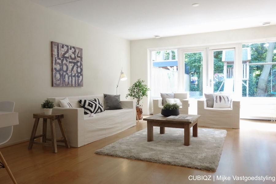 10 . Verkoopstyling met CUBIQZ kartonnen meubelen. Hoes Off White met bijpassende accessoires